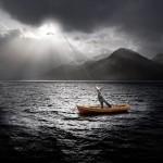 Soleil barque lac Alastair Magnaldo Photographie d'Art surréaliste